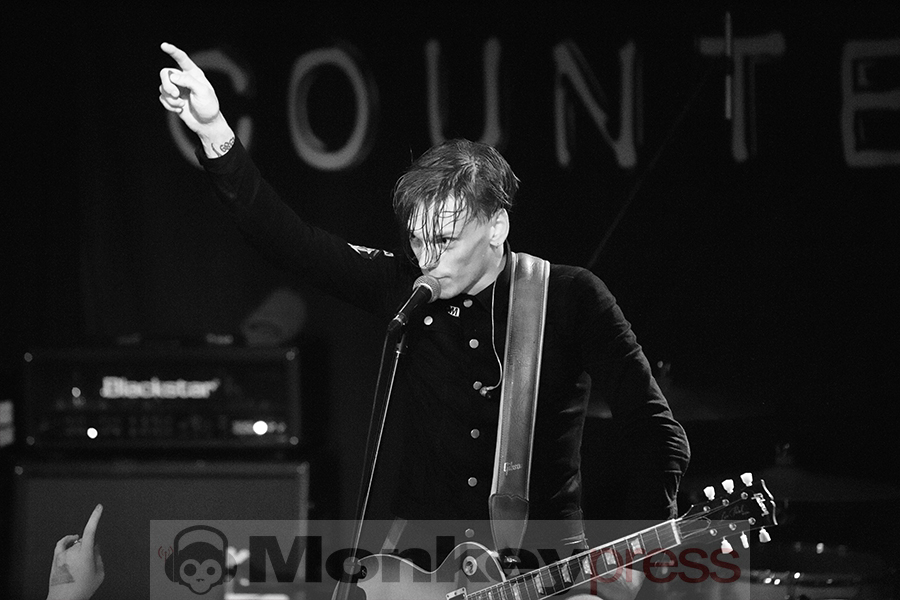 Fotos: COUNTERFEIT