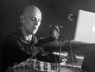 Interview: DE/VISION (THOMAS ADAM)