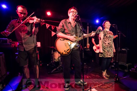 Fotos: MJ HIBBETT AND THE VALIDATORS