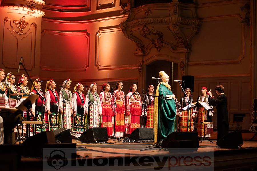 THE MYSTERY OF THE BULGARIAN VOICES feat. LISA GERRARD – Hamburg, Laeiszhalle (15.10.2018)