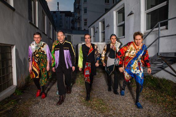 Zappeln zum Zeitgeist - DIE GOLDENEN ZITRONEN on Tour