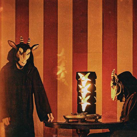 Altamont, Manson, schwarze Panther: THE DEVIL & THE UNIVERSE kündigen neues Album an