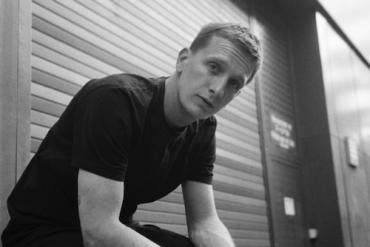 Felix Brummer (KRAFTKLUB) geht als KUMMER solo auf Tour 2019